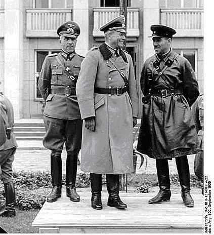 Pactul Ribbentropp-Molotov 25